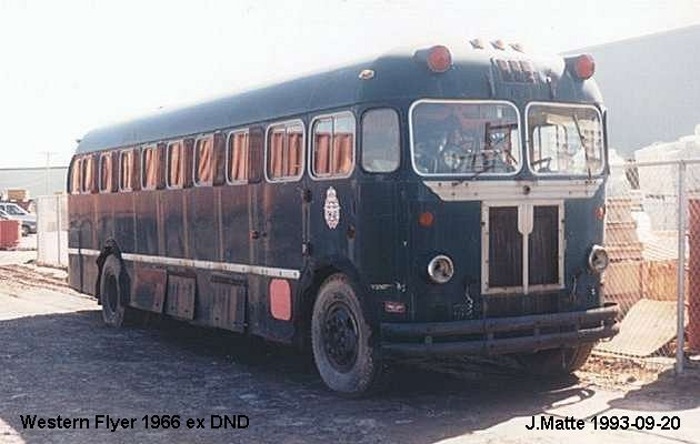 BUS/AUTOBUS: Western Flyer B 40 1966 DND Air