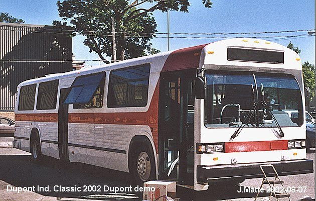 BUS/AUTOBUS: Dupont Industries Classic 2002 Dupont Ind.